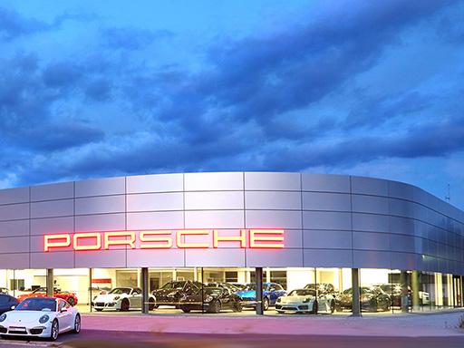 Die schönsten Bilder aus dem neuen Porsche Zentrum Freiburg